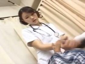 新人の看護婦さんに勃起ビンビンになったデカチンを見せつけてハメハメしちゃう入院患者の男ww